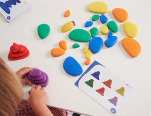 ¿Conocéis las piedras arcoiris de plástico tambaleantes?