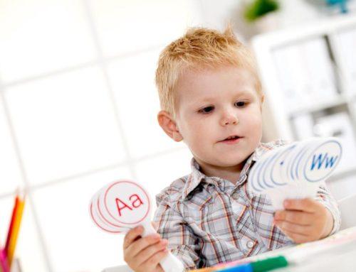 Cómo ayudan audífonos atenuadores de sonido y guías visuales a los pacientes autistas a obtener una mejor atención médica.